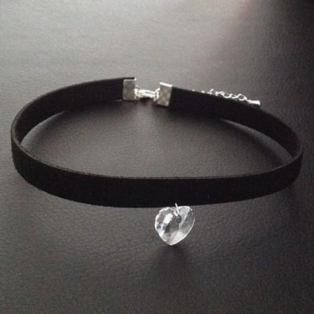 collier chic glamour ras de cou noir pendentif coeur swarovski ysia bijoux. Black Bedroom Furniture Sets. Home Design Ideas