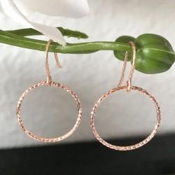 Boucles d'oreilles plaqué or rose pendants anneaux ciselés scintillants