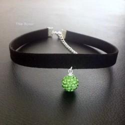 Collier chic de soirée ras de cou ultra glamour pendentif boule cristal vert