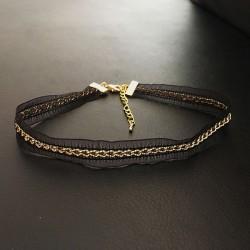 Collier chic ras de cou en dentelle noire et chainette dorée ultra glamour